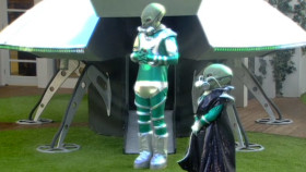 Celebrity Big Brother 2014 - aliens land in UFO shopping task